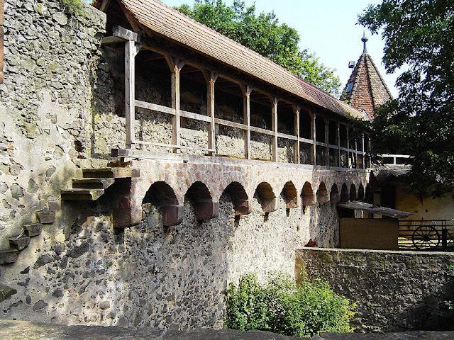Castelo de Ronneburg: visão interna do caminho de ronda