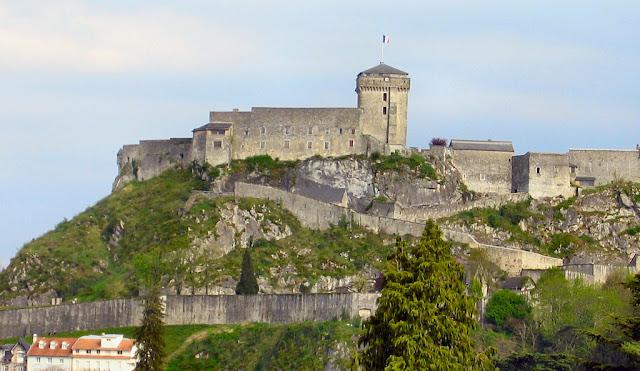 Vista do castelo desde o santuário de Lourdes