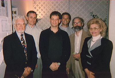 John Jackson, co-fundador do STUR, com outros cientistas. Ciência confirma a Igreja