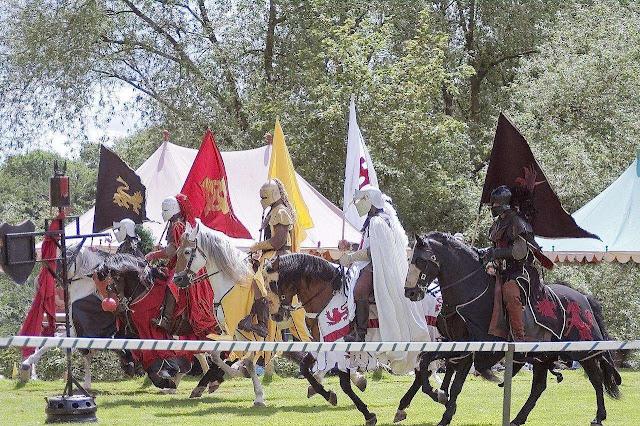 Cavaleiros, Warwick