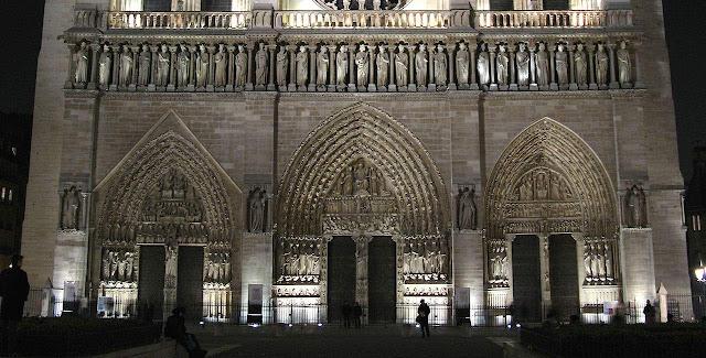 Notre Dame, três entradas