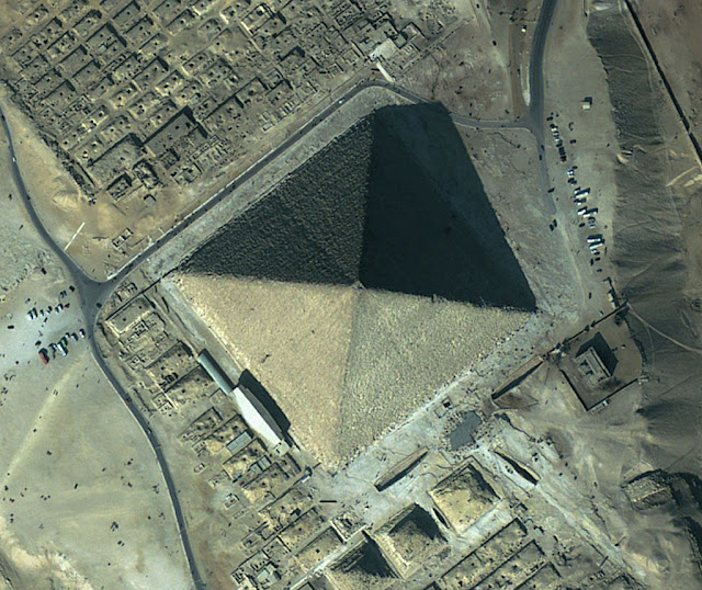 Quéops desde satélite, ano 2002