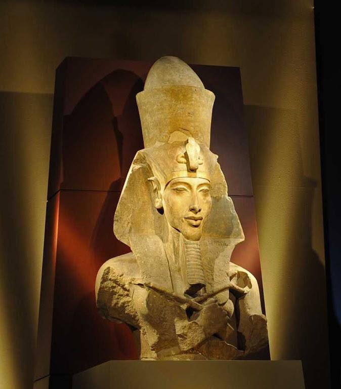 Busto do faraó Amenhotep IV (do Museu Egípcio, Cairo, exposto em Viena)