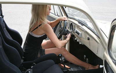 beautiful_girls_and_old_cars_18.jpg