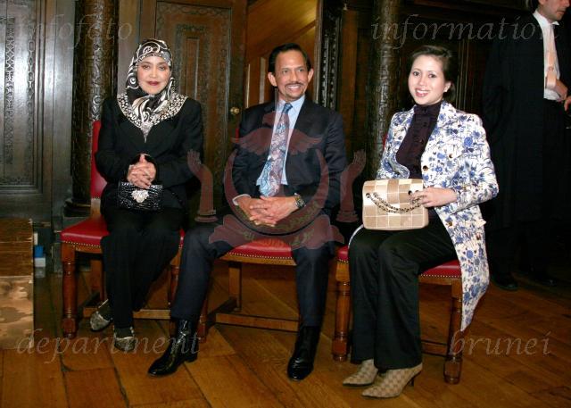 LiFe Is UnPrEdiCtaBle: Sultan Brunei Ceraikan Azrinaz