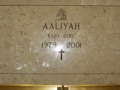 https://4.bp.blogspot.com/_LXqBXJEfW0A/SIWJJKJMJdI/AAAAAAAAG14/LJGRklnLZJw/s400/Aaliyah_tumba.jpg