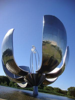 Flor Metálica, escultura símbolo de Buenos Aires - Argentina