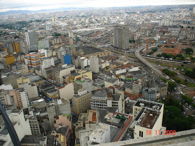 Rua 25 de março e Mercado Municipal vistos do mirante do prédio do Banespa