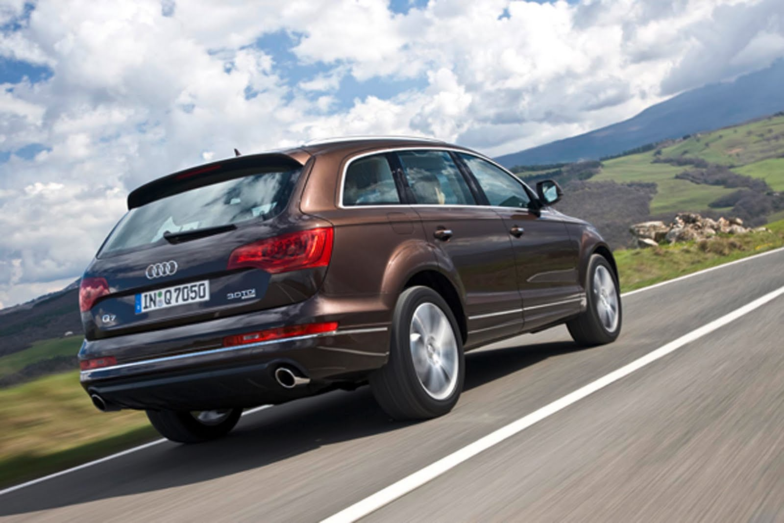 cars photos wallpapers 2009 audi q7 photos and wallpapers. Black Bedroom Furniture Sets. Home Design Ideas