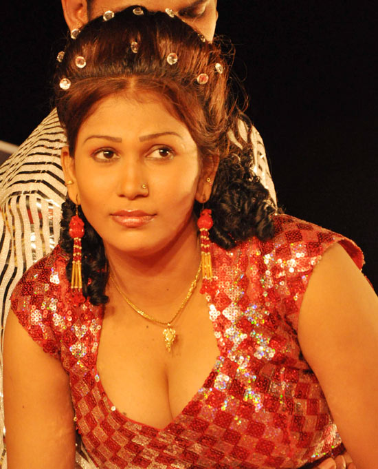 Idhayathil Oruvan Movie Hot Stills, Idhayathil Oruvan