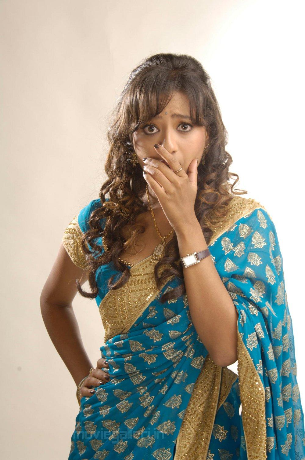 Kajal Agarwal Cute Wallpapers Madalasa Sharma Cute Saree Photoshoot Stills New Movie