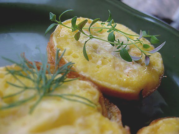 egg muffins with goat cheese and thyme