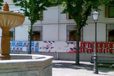 Carteles electorales en Villaviciosa de Odón