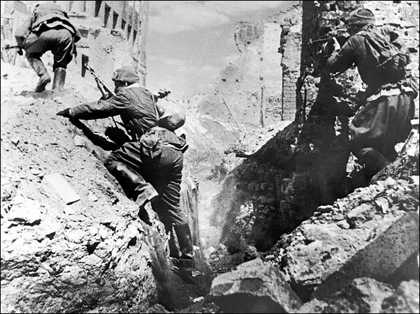 HISTORY IN IMAGES Pictures Of War History WW2 Battle