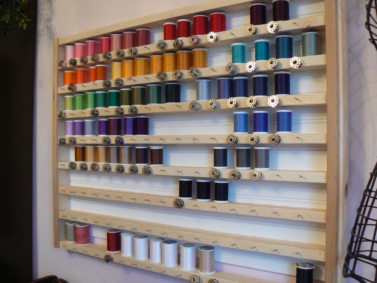 The Creative Homemaker: Sewing {Thread} Holder
