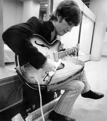 Epiphone_Casino,lennon,revolution,gibson_es_335,hollow_body,1966_revolver,psychedelic-rocknroll