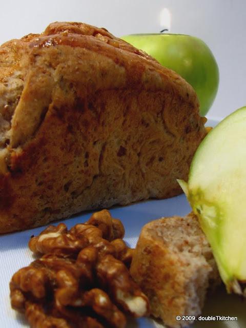 Kruh s orasima i jabukama