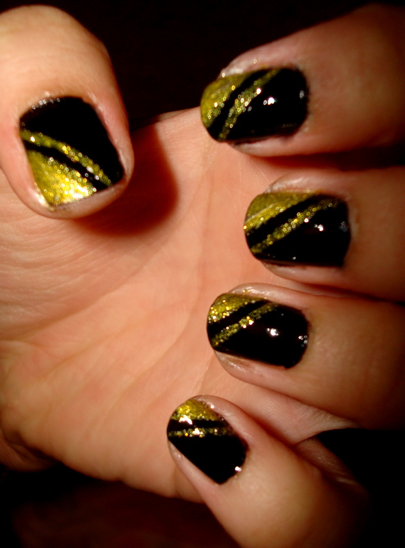 CrystaLs NaiL DesignS: BLACK with GOLD GLITTER DESIGNS