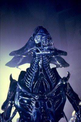 Closer Look: Aliens Genocide Red Queen Mother Ultra Deluxe ... |Alien Queen Mother
