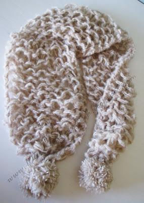 Como colocar pompom no cachecol que desmancha  How to sew a pompom on the  very fast scarf. a3b6477b316