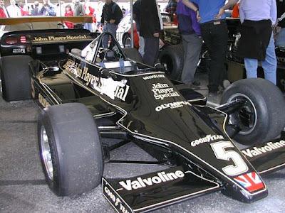 A temporada anterior demonstrou um novo conceito à Formula 1  o  efeito-solo. O domínio da Lótus nesse campo c86d63c20259a