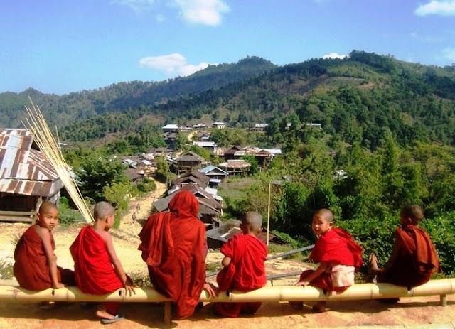 monjes budistas birmania