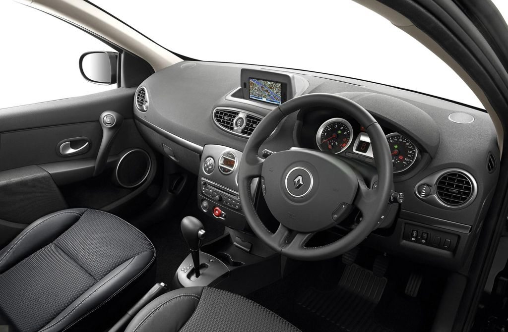 in4ride automatic renault clio comes to sa. Black Bedroom Furniture Sets. Home Design Ideas