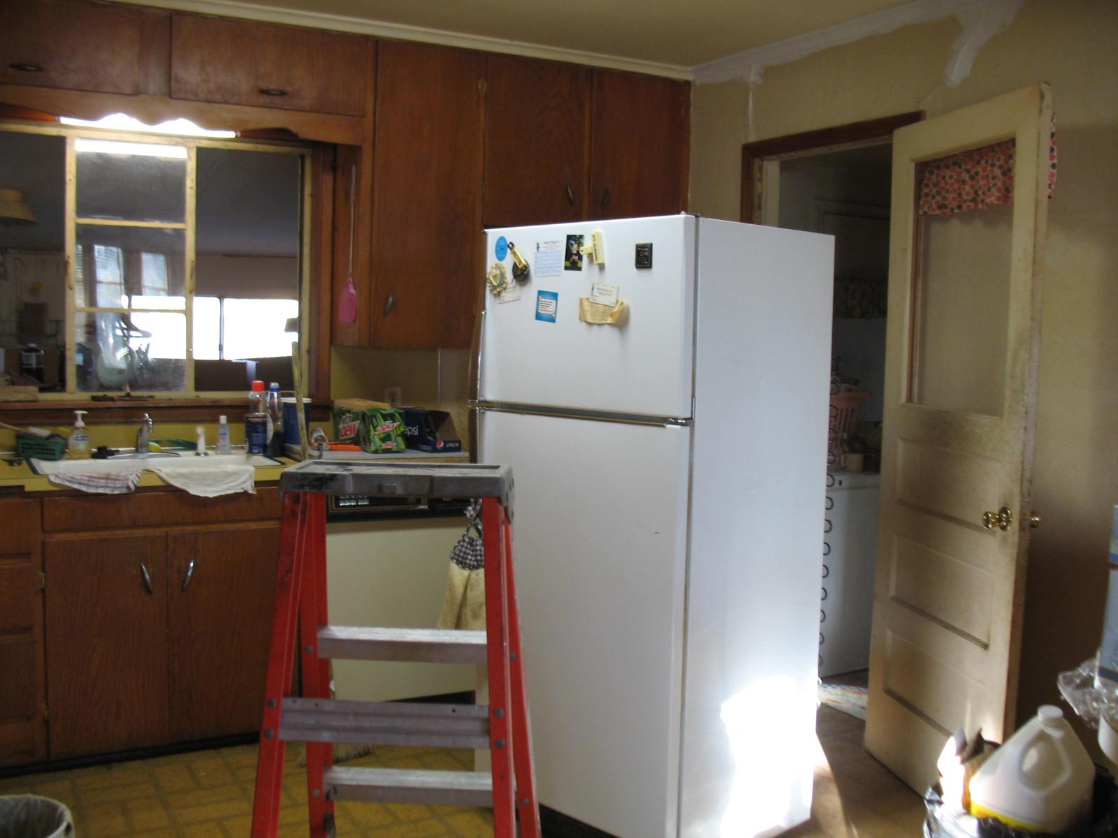 Sponge Painting Kitchen Cabinets