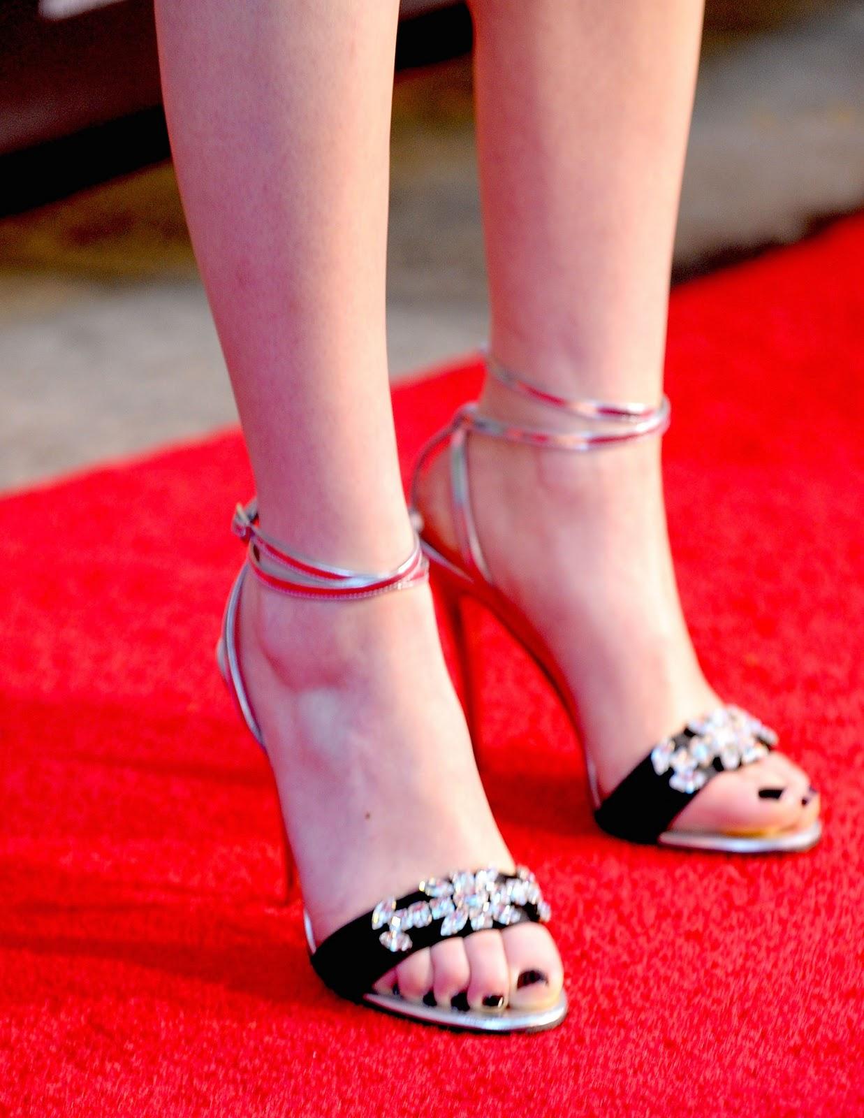 miranda cosgrove gagged feet