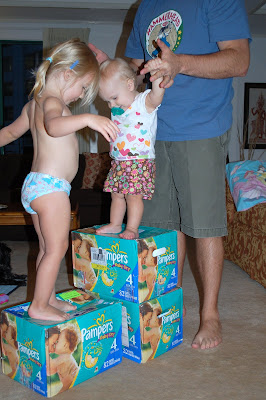 I´ve been wearing pampers a few times, usually the Pampers Baby Dry size 6 and 6+. They did fit sort of, stretching the tapes a bit, and they fit, unless I moved to weirdly, then they would pop open.