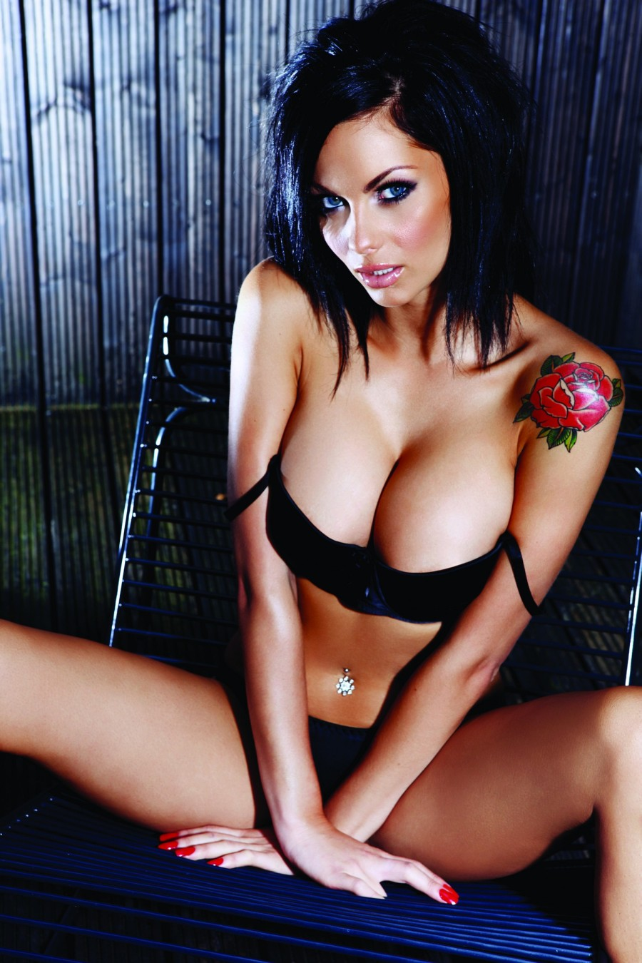 Jessica Jane Clement Topless In Loaded  Hot N Sexy Photos -1002