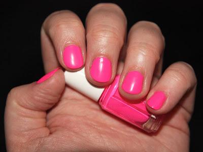 ...nägel: essie - pink parka