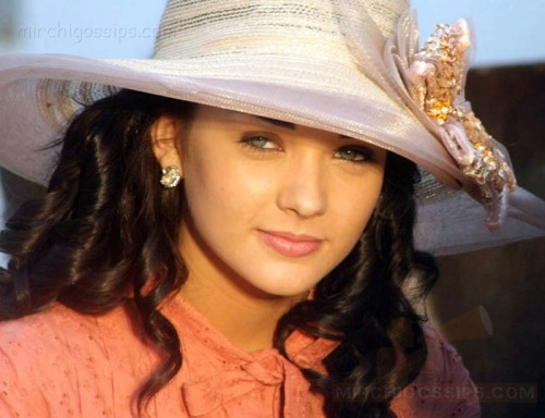 24x7movies: Amy jackson steals the show in madharasapattinam
