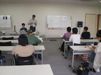 教室の様子、講師と参加者