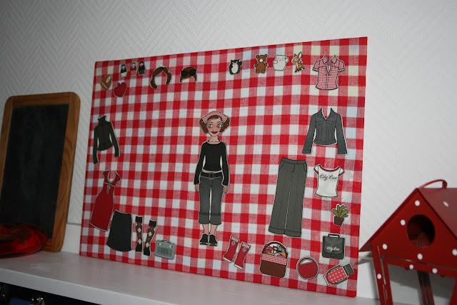 Selbstgrmachtes Magnetboard mit rotem Karo für die Lily Lux Magneten