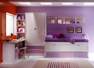 habitacion con cama compacto de pino