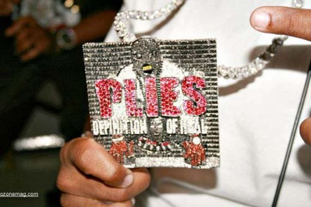 you see that chain plies goon faces various charms