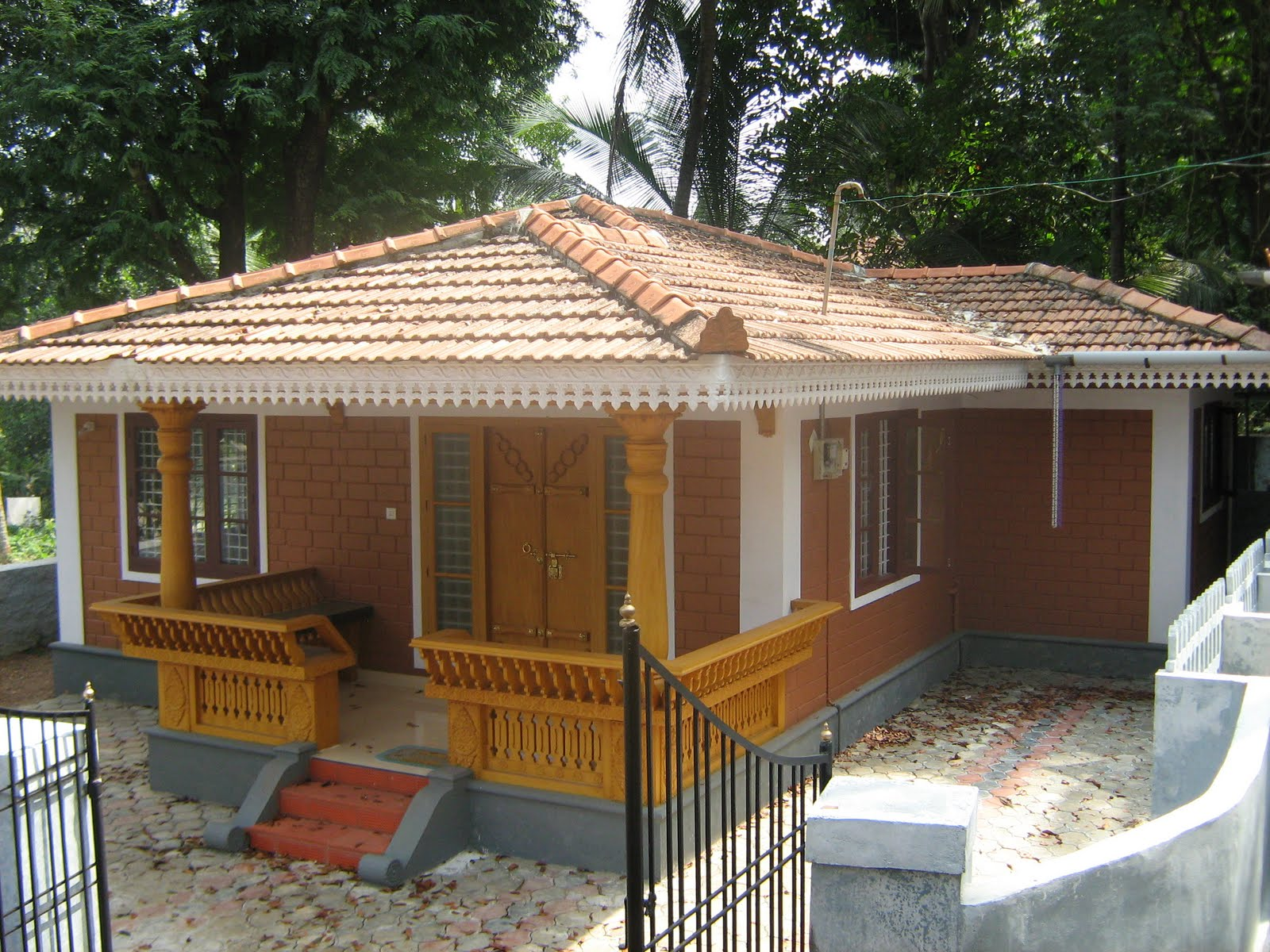 Small House Bricks Kerala Style – Modern House