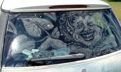 Painting on car windows using dirt (11) 7