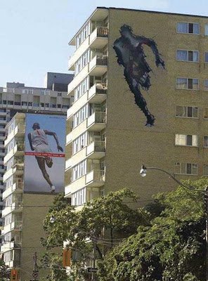 24 Clever and Creative Advertisements on Buildings (25) 17