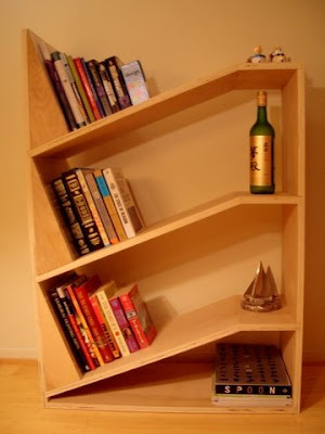 Corner wall shelf for books