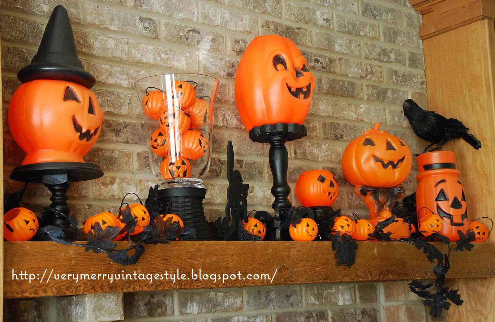very merry vintage syle cute spooky vintage halloween mantel decorations. Black Bedroom Furniture Sets. Home Design Ideas