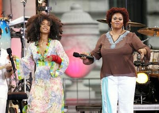 Erykah Badu and Jill Scott, sharing the spotlight