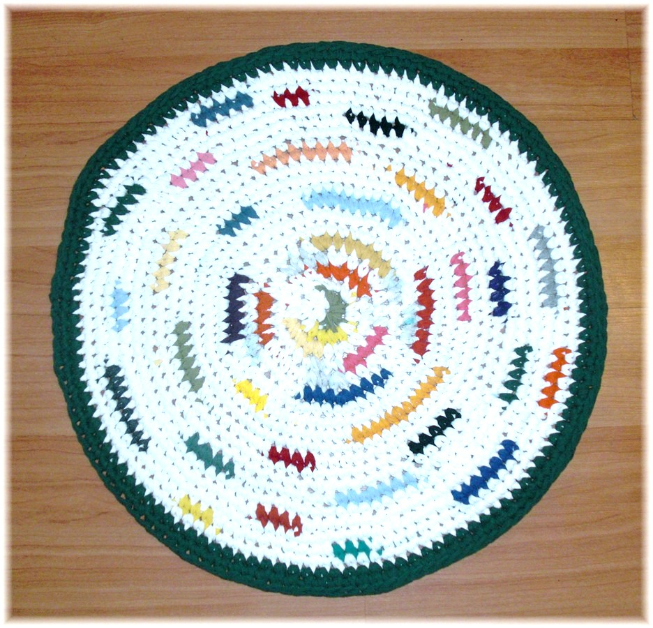 Round Rag Rug Black And White: Debs Crochet: Small Round Rag Rug White With Mixed Colors