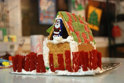 gingerbread house with graham crackers icing