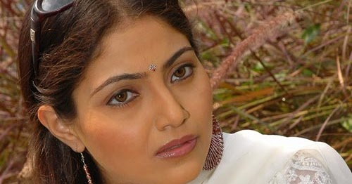 Aishwarya Boob Show 11