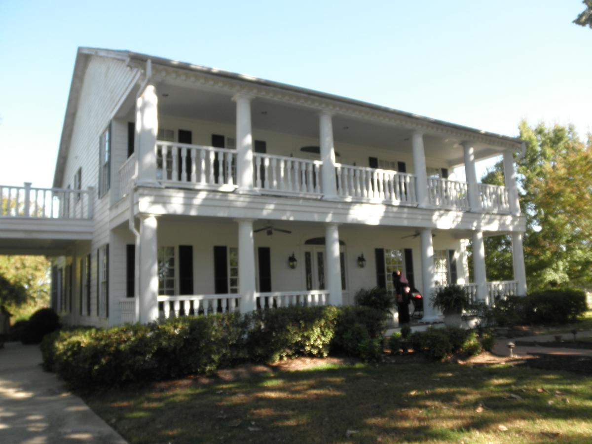 Raleigh wedding blog lorena and doug have a big wedding for Small plantation homes