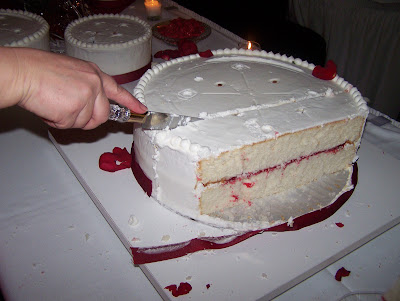 How To Disassemble And Cut A Wedding Cake