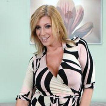 Lisa lampanelli show her boobs opinion