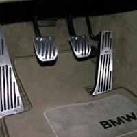 Multas por conducir con chanclas o sandalias pedales vehículo